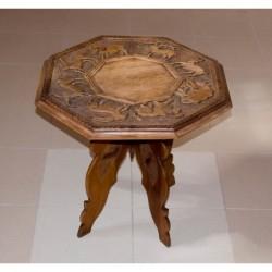 Stolik z rzeźbionym blatem