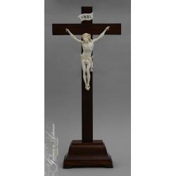 Stojący krzyż z drewna z...