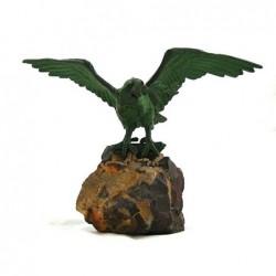 Ptak na kamieniu